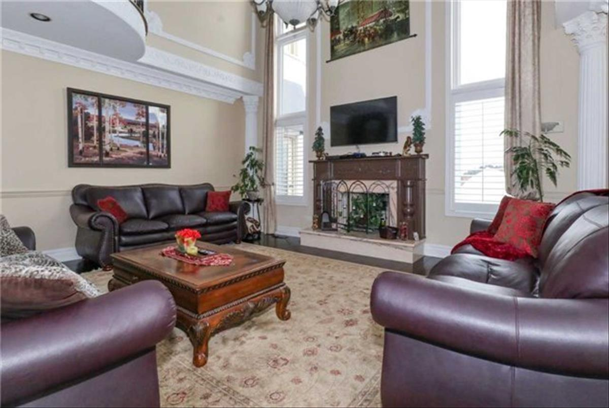 9 Raeview Dr Whitchurch-Stouffville Omid Mostafavi